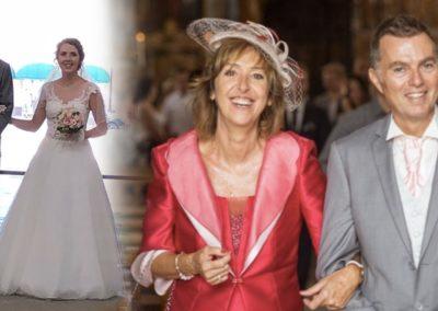 Mr et Mme D. : parents des mariés le 4 Août 2018 . Mme porte un tailleur rose et corail avec une coiffe rose et corail, un sac et des chaussures roses. Mr porte un costume et gilet sur mesure gris avec chaussures grises et cravate rose.